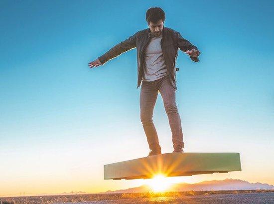 ArcaBoard, un «hoverboard» doté de 36 ventilateurs