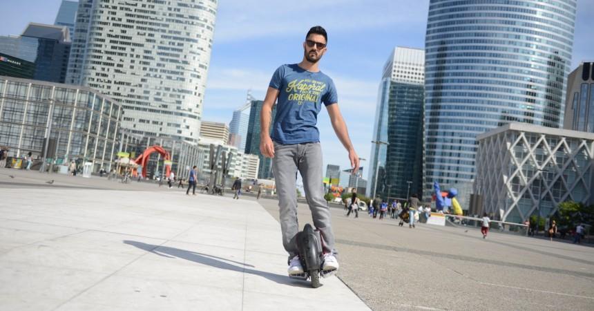 Ces monocycles qui s'invitent sur la dalle de La Défense