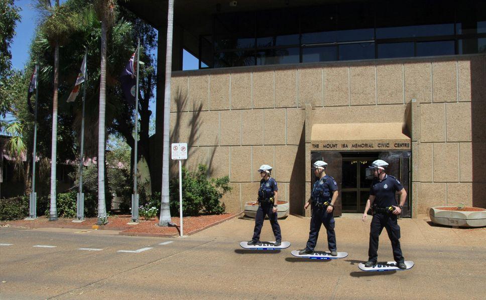 Un service de police annonce le déploiement de policiers en hoverboard