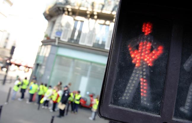 Paris: Les piétons de moins en moins rois sur les trottoirs