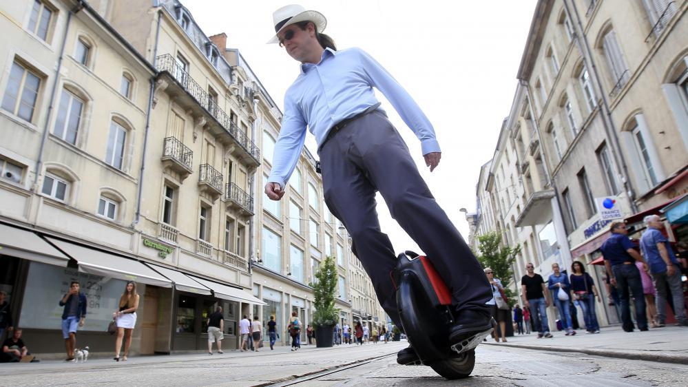 Cinq questions sur la roue électrique, le nouveau joujou qui envahit les trottoirs