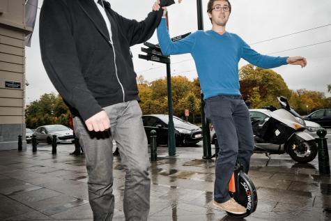 Sur une roue électrique dans les rues de Bruxelles