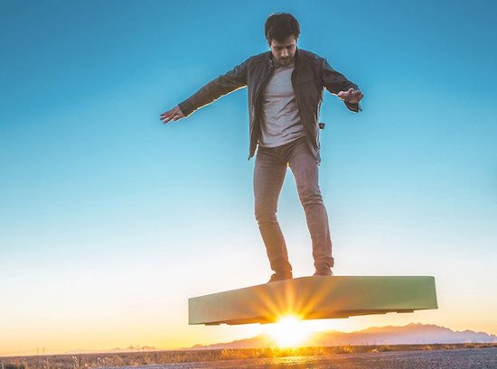 "ArcaBoard, un ""hoverboard"" doté de 36 ventilateurs"