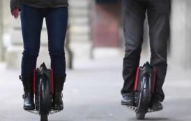 """""""E-roue"""", """"hoverboards"""" : quelle place pour ces nouveaux engins sur les trottoirs?"""