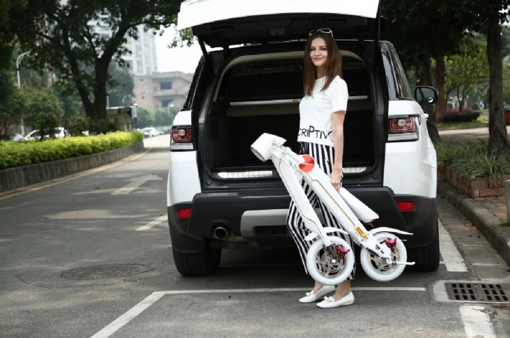 Rollyscoot : un scooter électrique pliable de moins de 20 kg