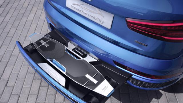Audi Q3 : un skateboard électrique intégré au pare-chocs