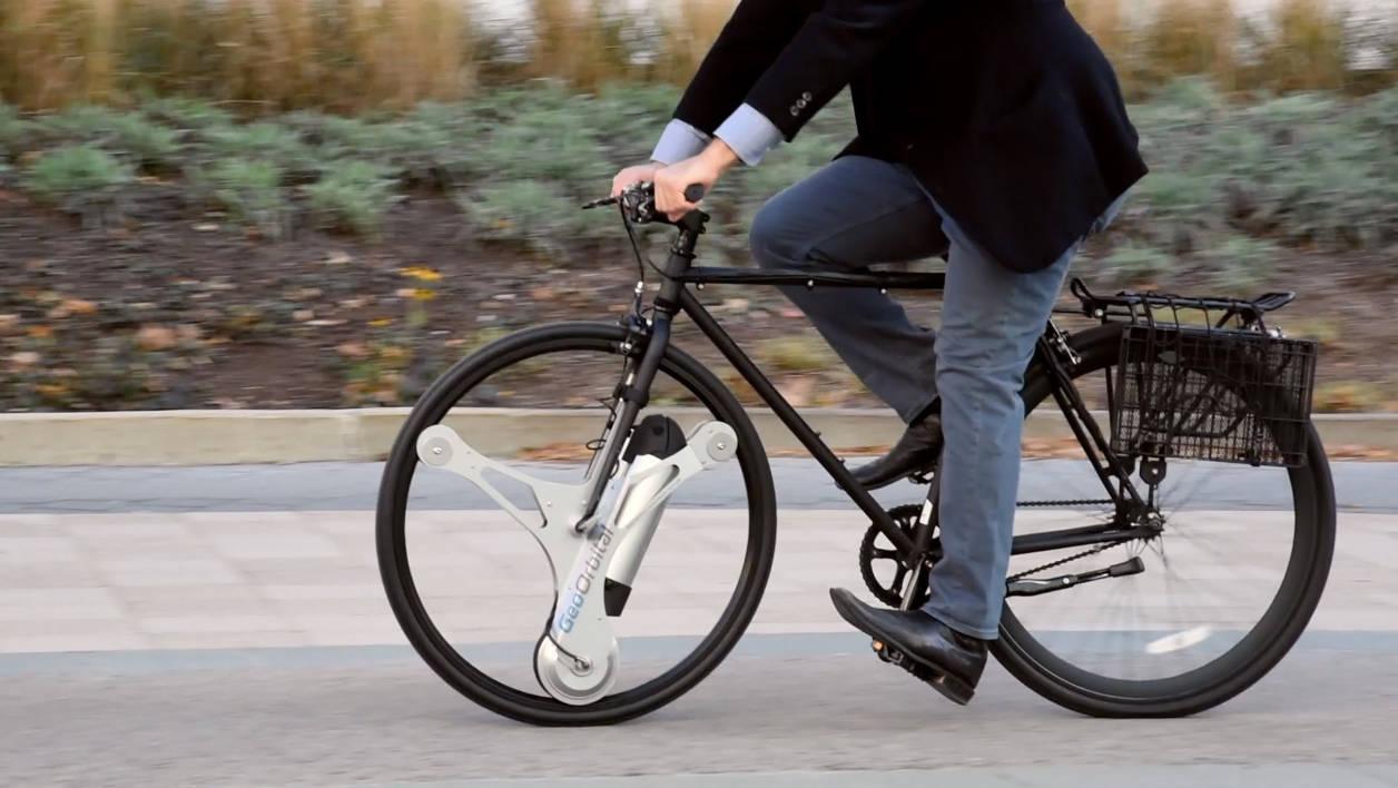 Cette roue électrique universelle transforme votre vélo classique en petit bolide