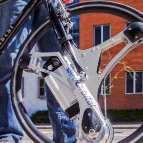 Cette roue transforme votre vieille bicyclette en vélo électrique !
