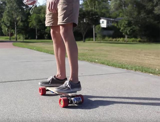 Il a construit son propre skate électrique avec un Raspberry Pi