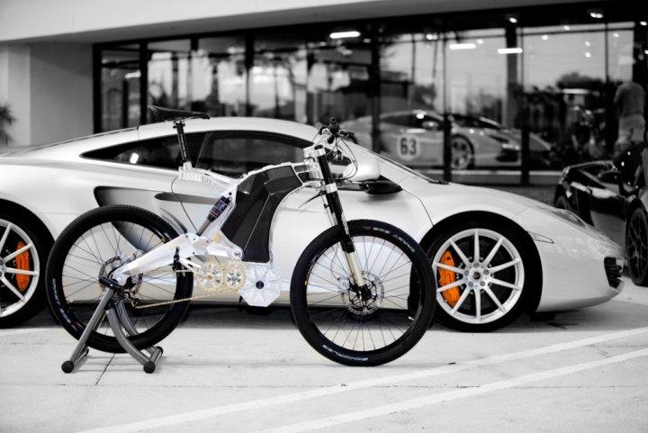 De plus en plus puissants, les vélos électriques se transforment en bolides