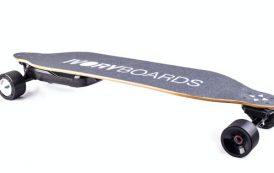 Écolo et pratique, ce skate électrique se recharge à chaque coup de frein