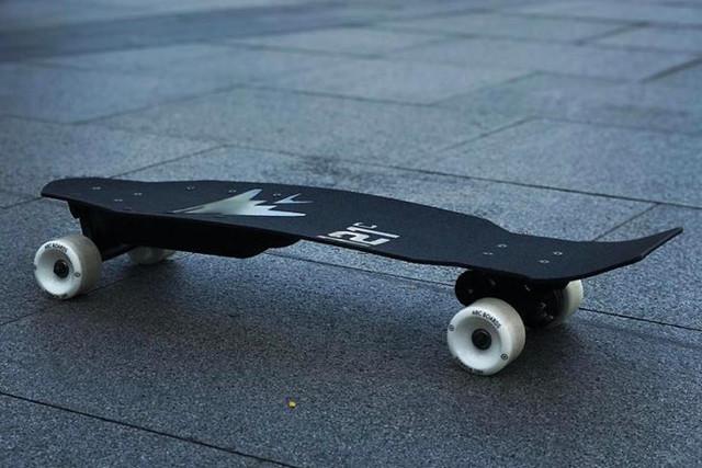 121C Arc Aileron : le skateboard électrique tout en carbone