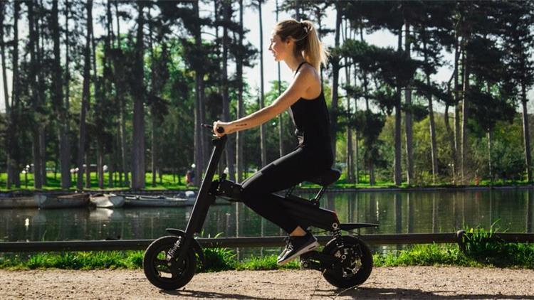 Aero Weebot : à la croisée de la trottinette et du scooter électrique