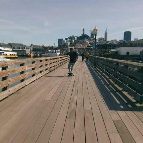 Un skateboard électrique à l'intelligence artificielle : on n'a pas encore tout vu