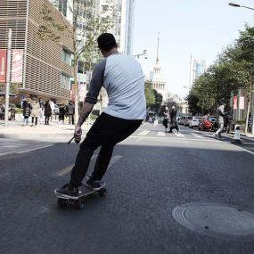 Le skate électrique, le nouveau mode de transport qui fait fureur en Californie