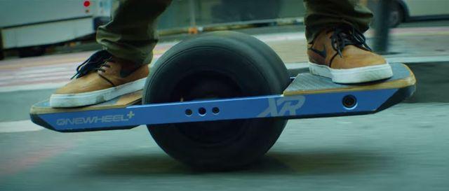 Trottinette électrique, monoroue, valise roulante : et l'homme réinventa la roue