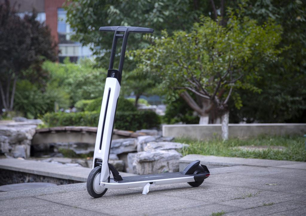 Segway dévoile sa Air T15, une trottinette électrique qui roule avec un régulateur de vitesse autonome